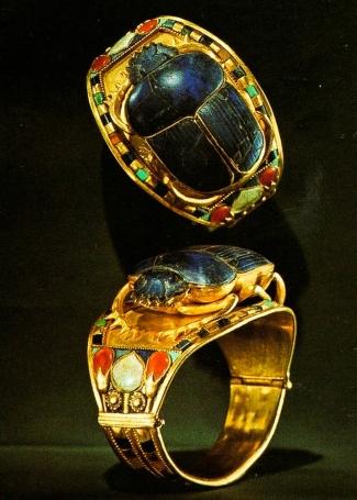 Anel de besouro em ouro
