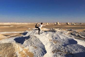 Yoga no Deserto Branco